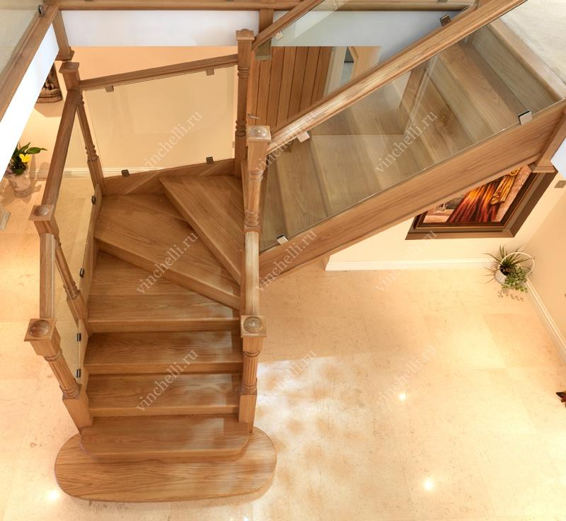Лестница с поворотной площадкой на 90 градусов